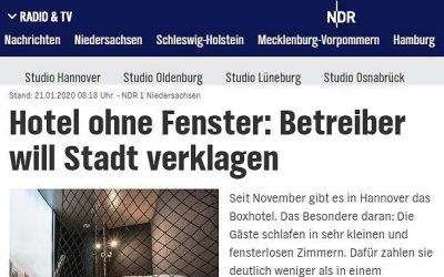 2020/01/21 NDR1 Niedersachsen – Hotel ohne Fenster: Betreiber will Stadt verklagen